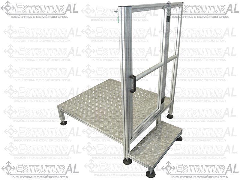Escada tipo plataforma em alumínio
